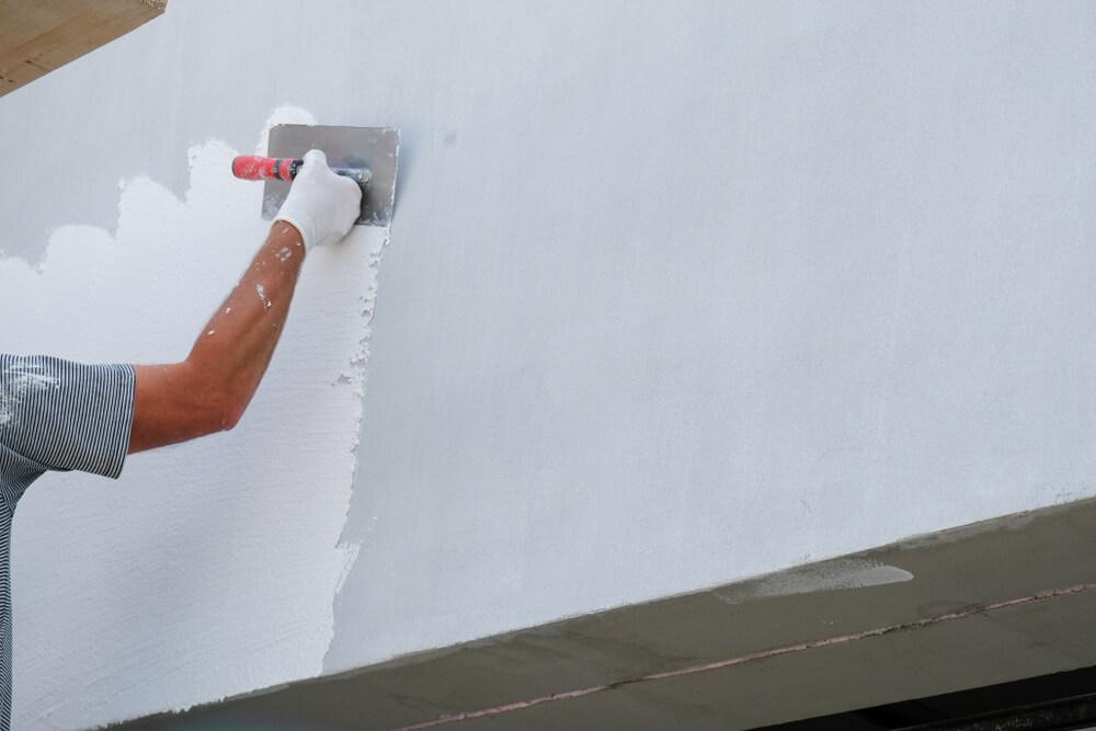 Buitenmuur huis wit schilderen